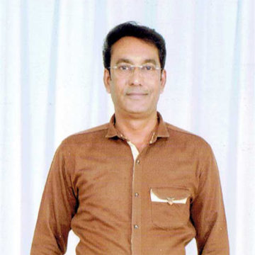 man wearing brown shirt